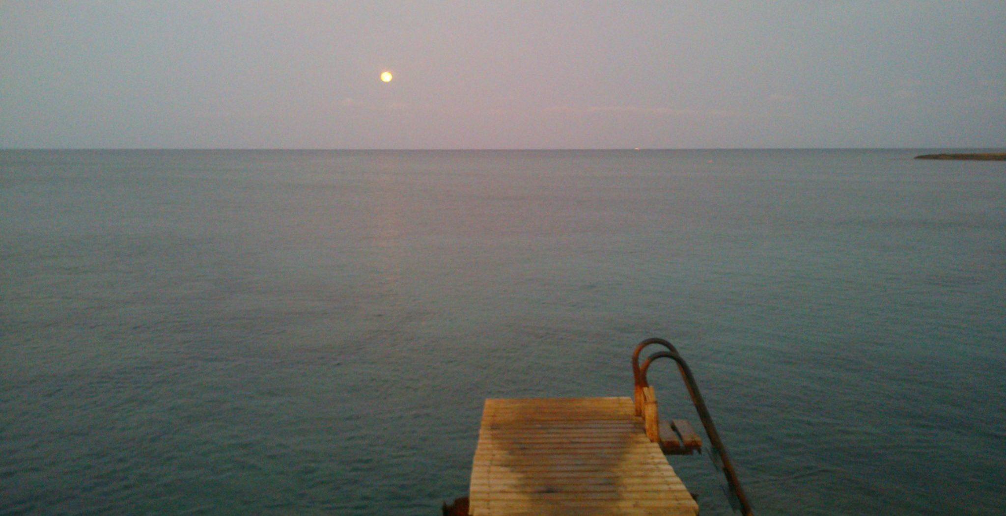 Bonita puesta de sol meditarránea